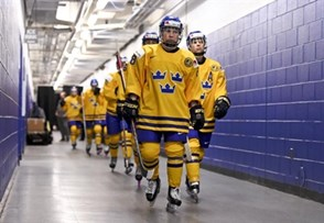 PLYMOUTH, MICHIGAN - APRIL 4: Sweden's Annie Svedin #8 and teammates walk down the hallway to the playing surface for warm-up prior to quarterfinal round action against Finland at the 2017 IIHF Ice Hockey Women's World Championship. (Photo by Matt Zambonin/HHOF-IIHF Images)